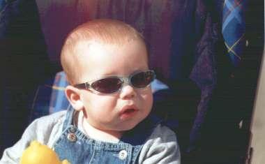 משקפי שמש מיוחדים לתינוקות