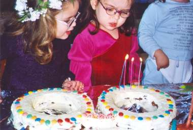 עוגת משקפיים לבנה